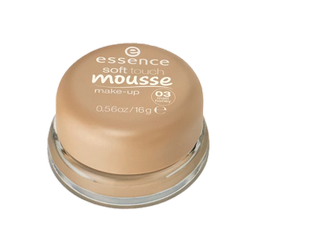 essence Soft Touch Mousse Make-up matujący podkład w musie nr 03 matt honey miód